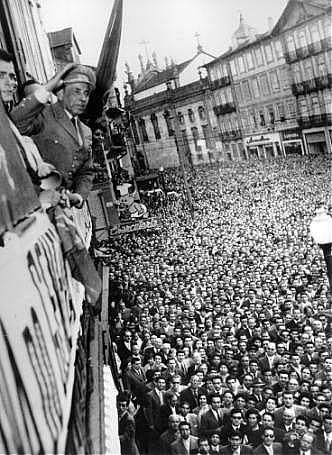 humberto-delgado-sauda-a-multidao-pr-carlos-alberto-porto-14-maio-19581